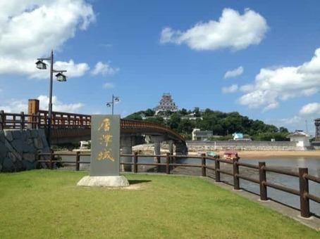 Tenshu and jonaibashi bridge of karatsu castle 1528096390