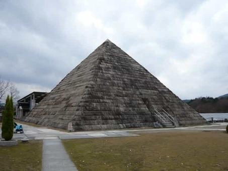 Hakusekikan pyramid 1528091623